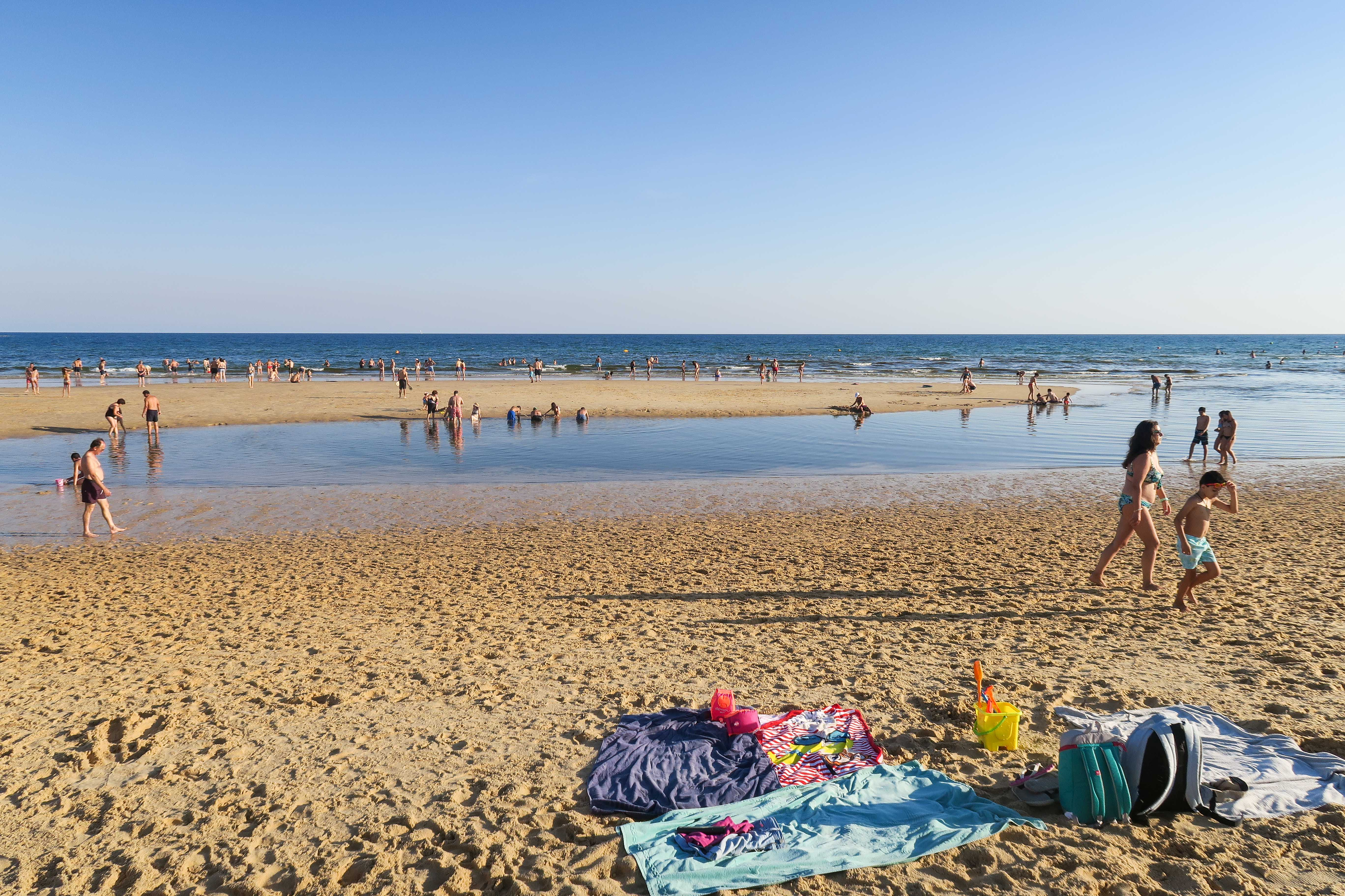Portugal beaches. Travel diary & blog by Rosie Andre (wanderlust, photo, photography, beach, plage, plaia, guide, algarve, day trip, advice, where to go, adventure, explore, destination, europe, location, holiday, summer, vacation, advice)